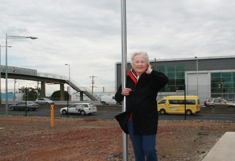 Jean at the opening of Burns Street, Essendon Fields, which was named in her honour in October 2008.